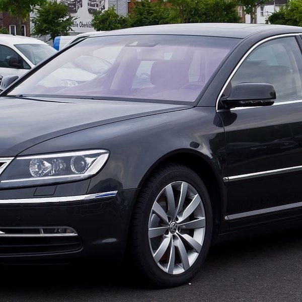 Seitenansicht Schwarzer VW Phaeton