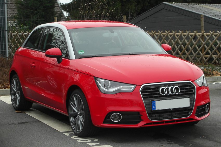 Frontansicht Roter Audi A1 1.6 TDI