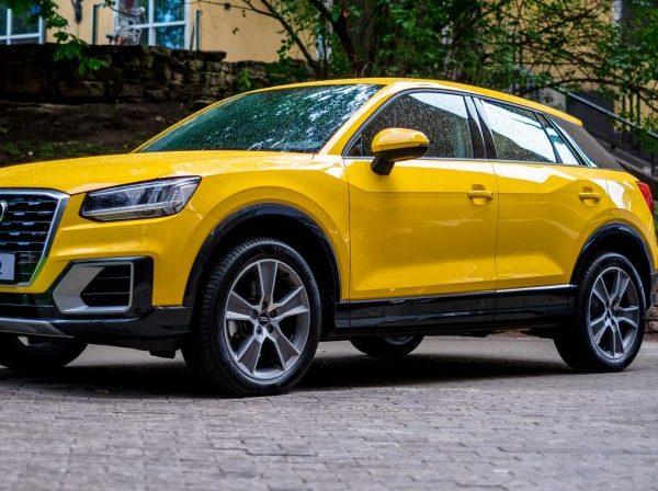 Seitenansicht Gelber Audi Q2