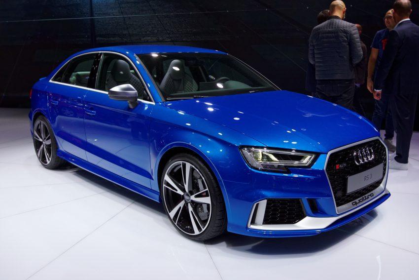 Seitenansicht Blauer Audi RS3