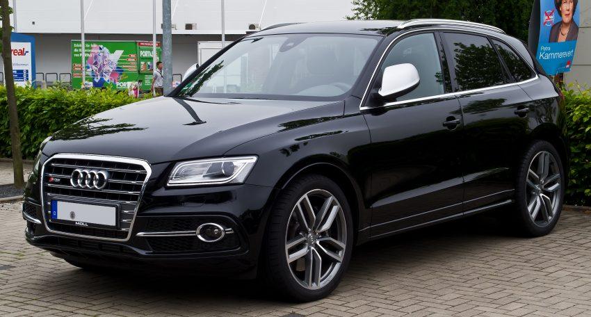 Frontansicht Schwarzer Audi SQ5