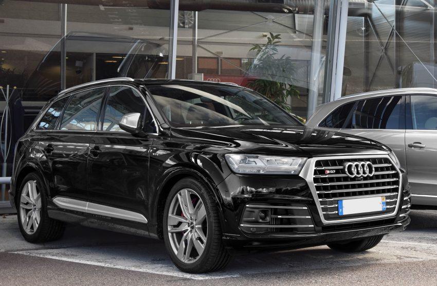 Frontansicht Schwarzer Audi SQ7
