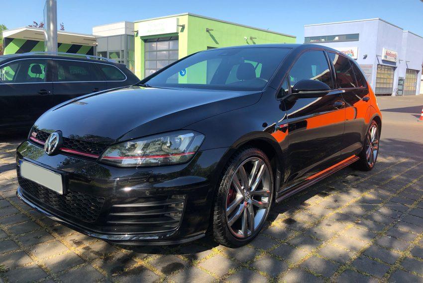 Frontansicht Schwarzer Golf 7 GTI TSI