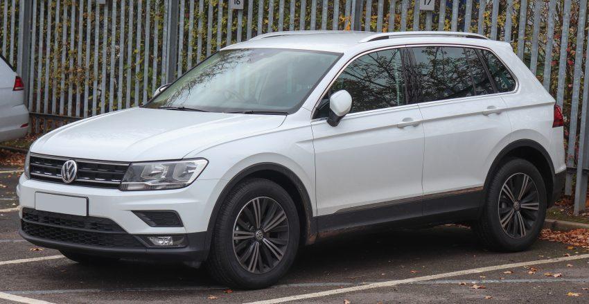 Weißer VW Tiguan Frontansicht