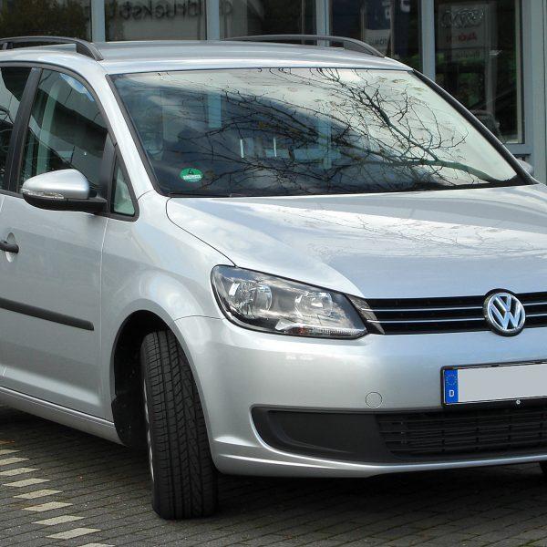 Silberner VW Touran Frontansicht