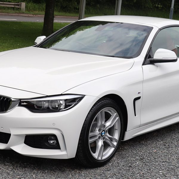 Frontansicht Weißer BMW 4er