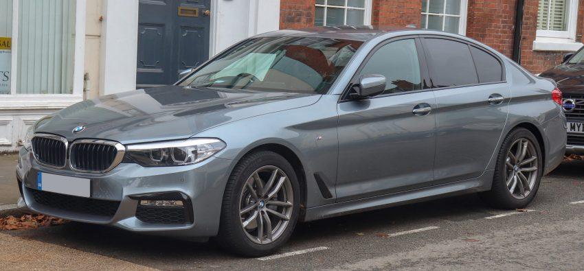 Grauer BMW 5er Seitenansicht
