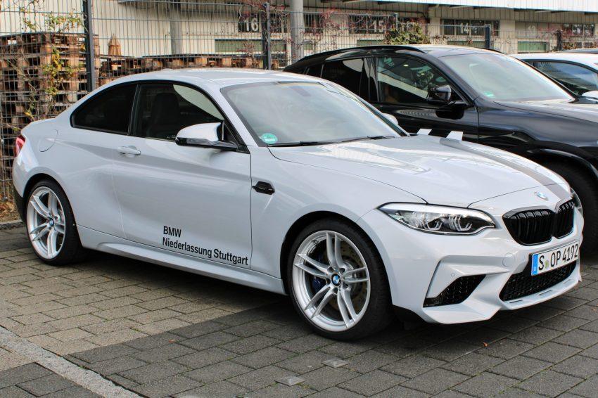 Seitenansicht Weißer BMW M2 2 Türer