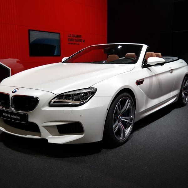 Frontansicht Weißer BMW M6 Cabrio