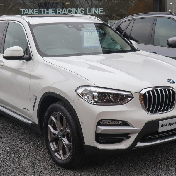 Frontansicht Weißer BMW X3