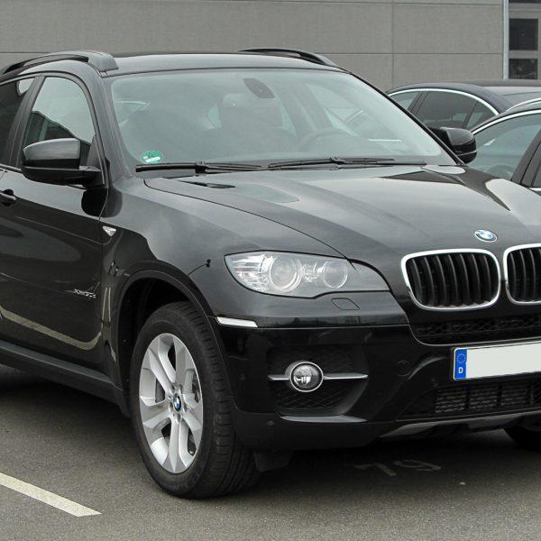 Frontansicht Schwarzer BMW X6