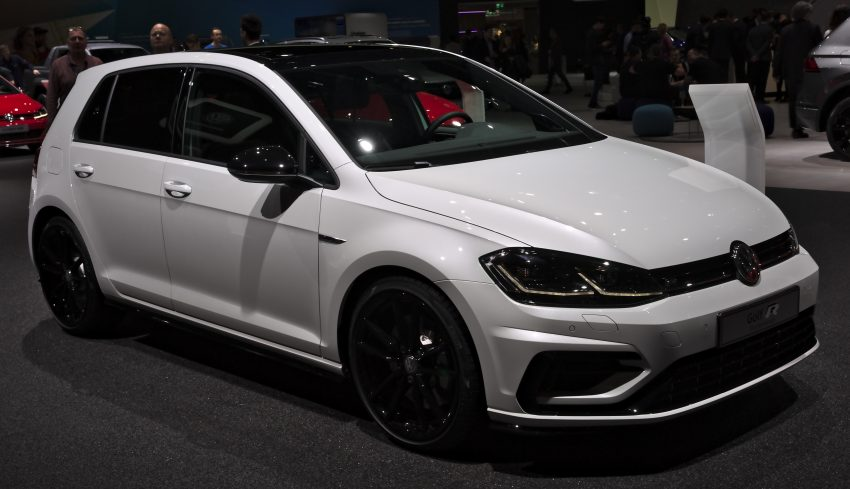 Seitenansicht Weißer VW Golf 7 R