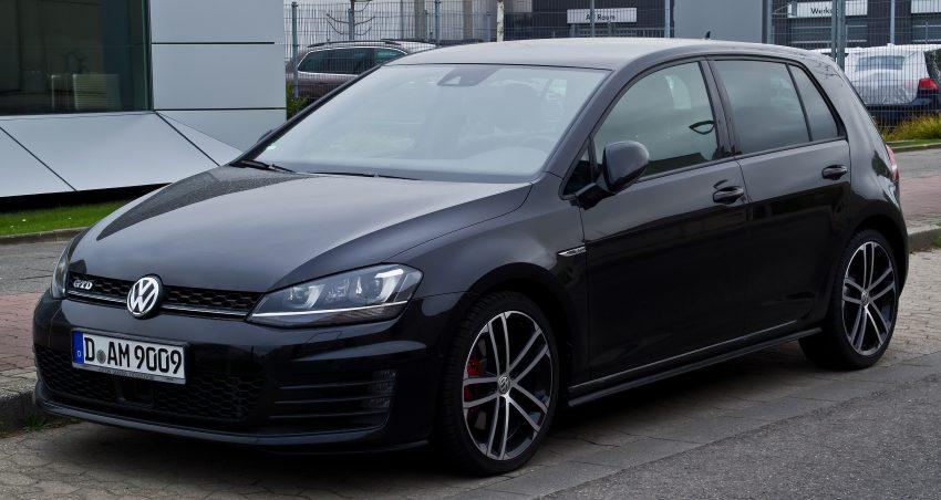 Frontansicht Schwarzer VW Golf GTD