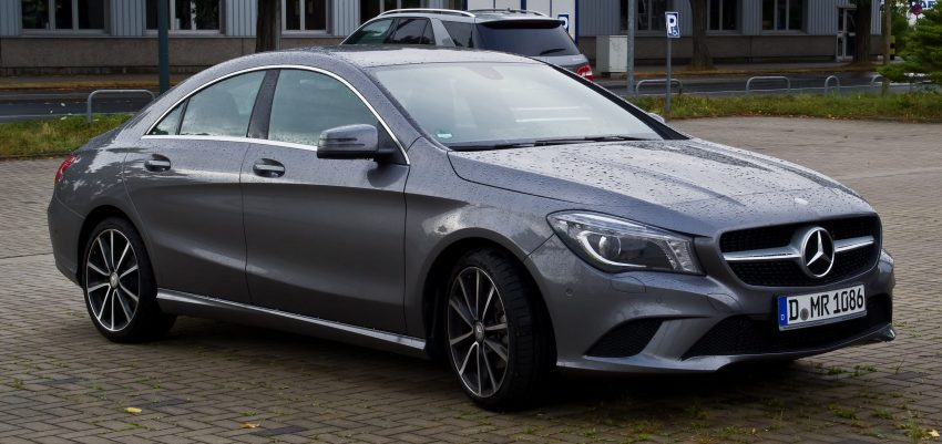 Grauer Mercedes CLA 117 Coupe Frontansicht