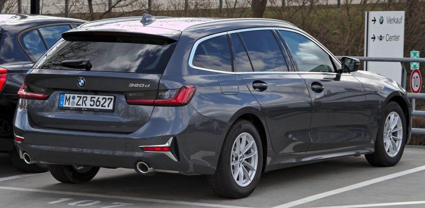 Schwarzer BMW 320d Heckansicht 2 Auspuff