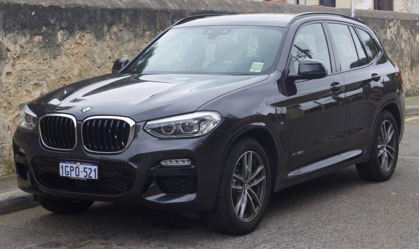 Seitenansicht Schwarzer BMW X3 G01 xDrive 20d M Packet