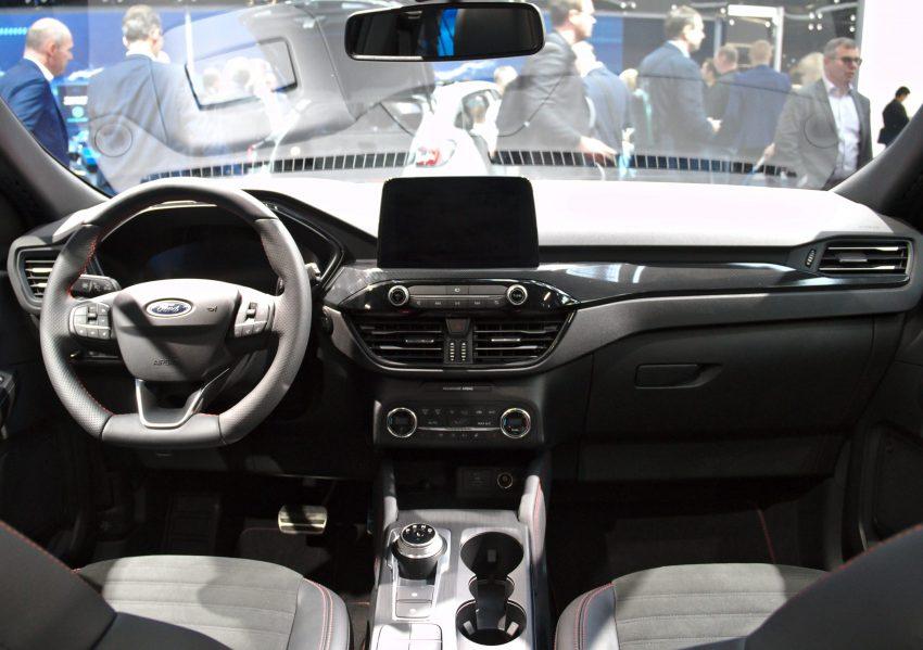 Innenraum Ford Kuga bei einer Ausstellung