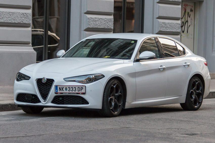 Weißer Alfa Romeo Giulia Seitenansicht