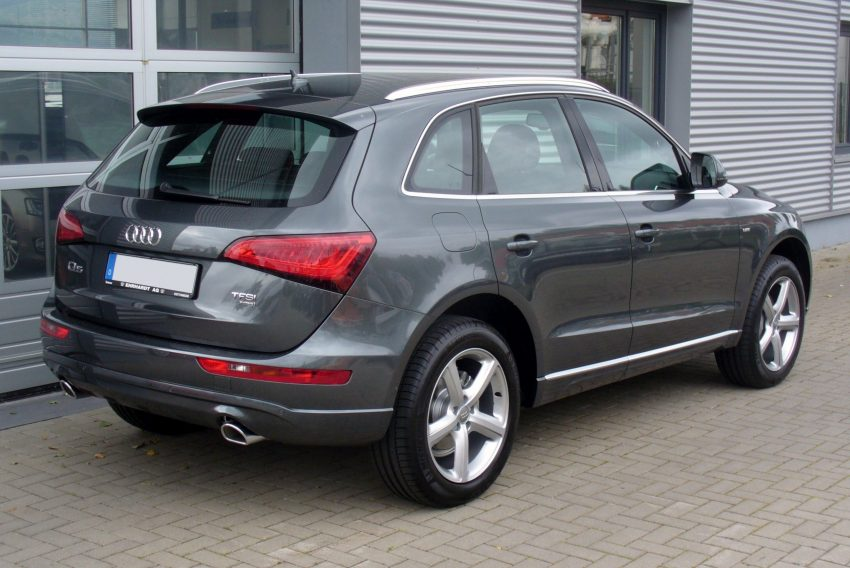 Heckansicht Grauer Audi Q5