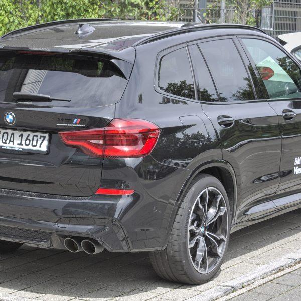 Schwarzer BMW X3 M Competition Heckansicht