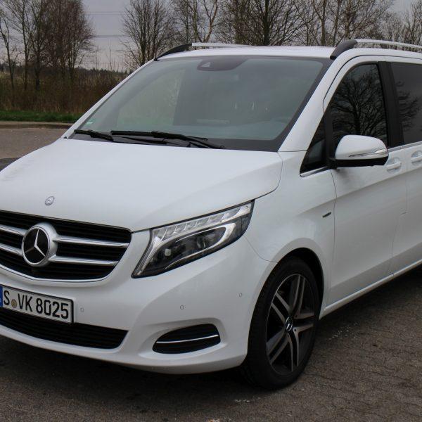 Frontansicht Weißer Mercedes V Klasse