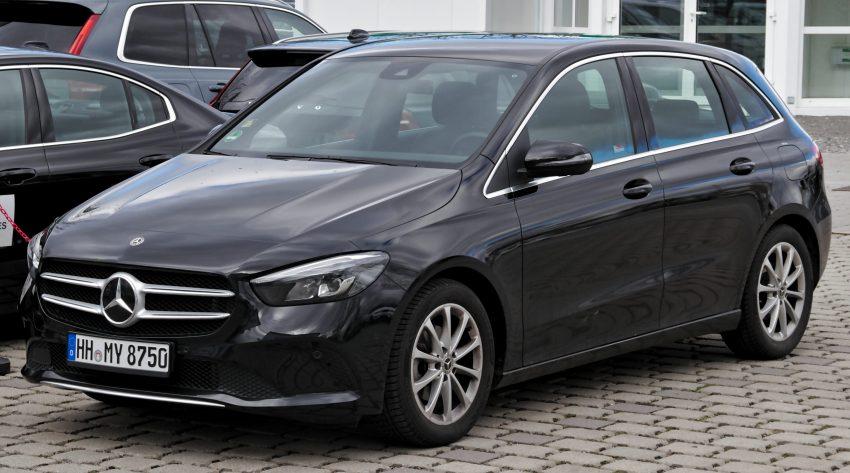 Seitenansicht Schwarzer Mercedes B Klasse