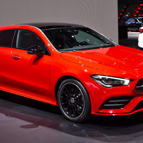 Rot/Schwarzer Mercedes CLA Shooting Break