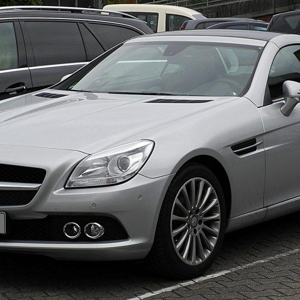 Silberner Mercedes SLK Frontansicht