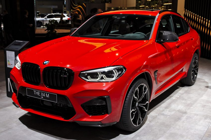 Roter BMW X4 M Competition Frontansicht