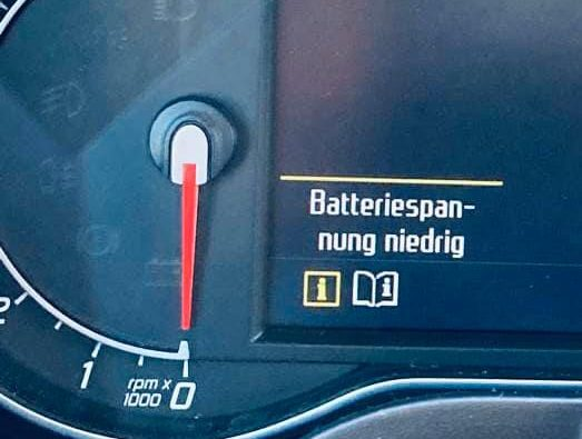 Anzeige Batteriespannung niedrig Ford S Max