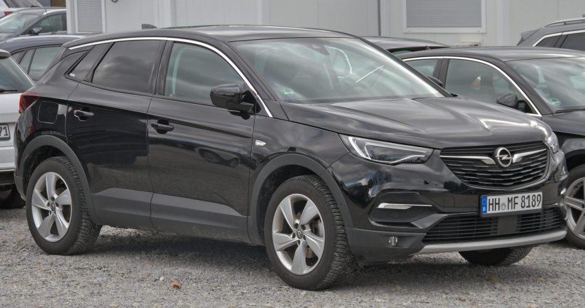 Seitenansicht Schwarzer Opel Grandland X