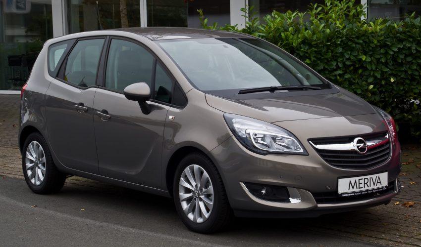 Brauner Opel Meriva Seitenansicht
