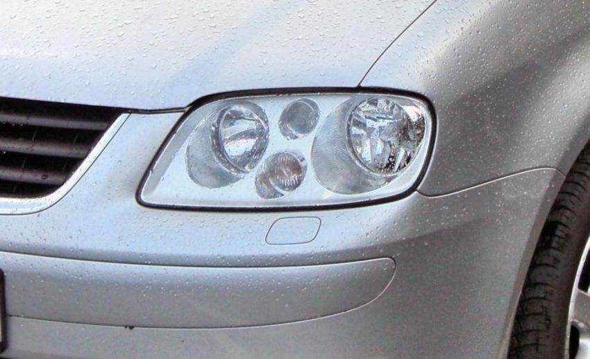 Frontscheinwerfer Silberner VW Touran 1 Halogen