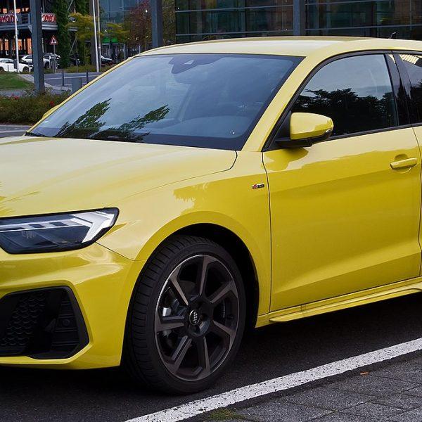 Gelber Audi A1 35 TFSI S Line Seitenansicht