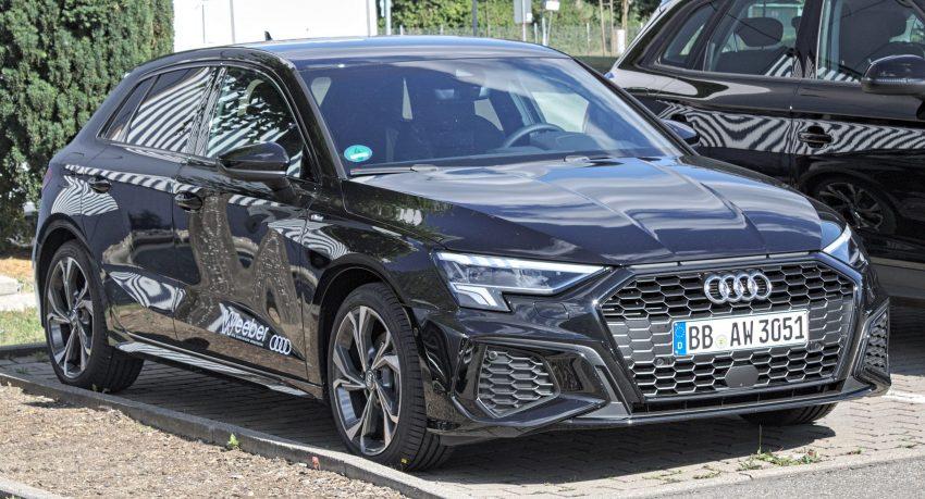 Schwarzer Audi A3 8Y 35 TDI Seitenansicht