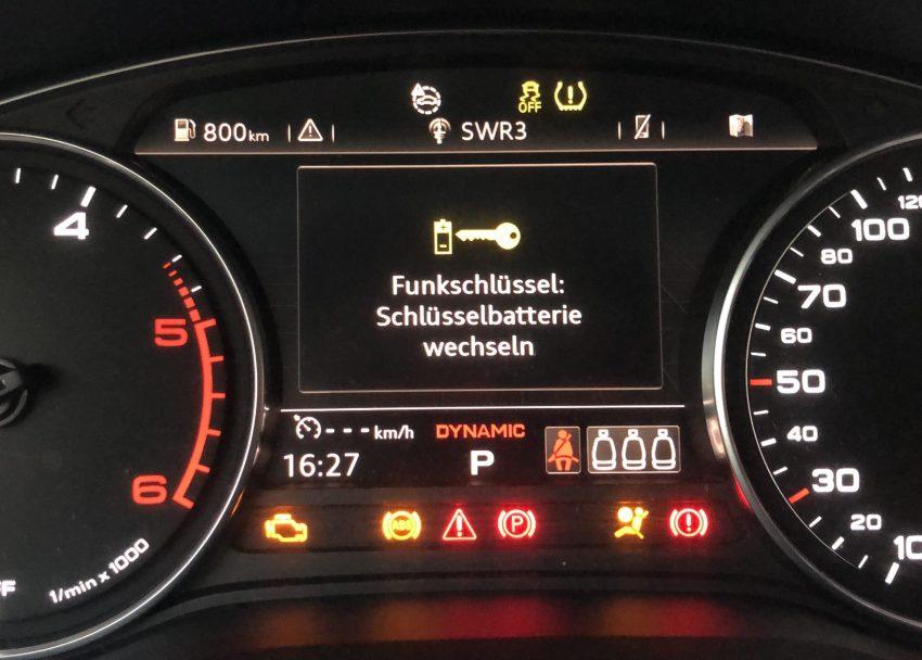 Schüsselbatterie Wechsel Anzeige von einem Audi A4