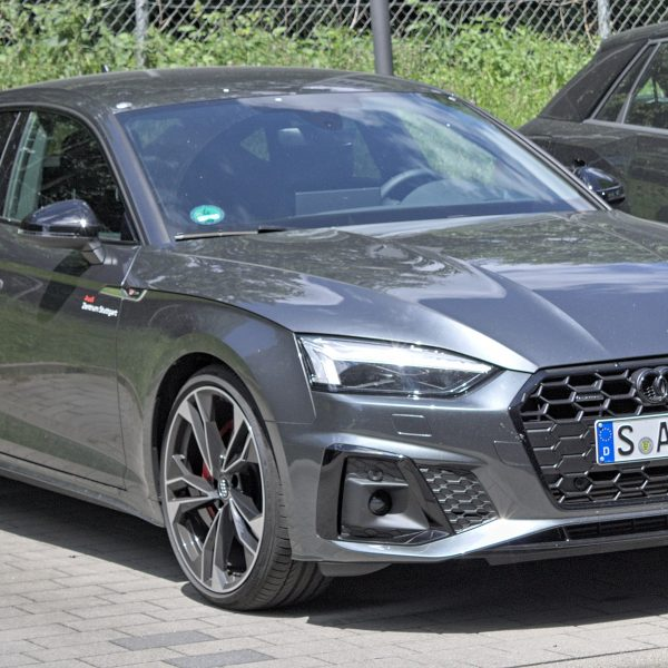 Schwarzer Audi A5 Sportback Frontansicht