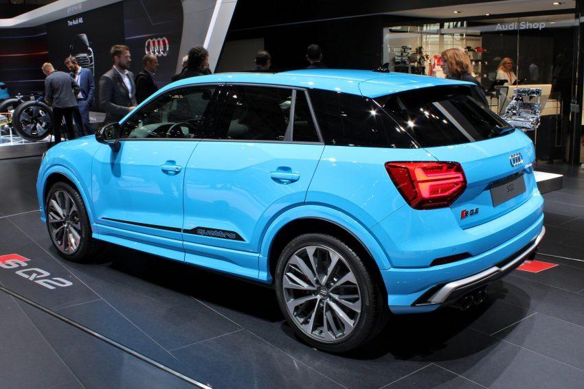 Blauer Audi SQ2 in der Seitenansicht