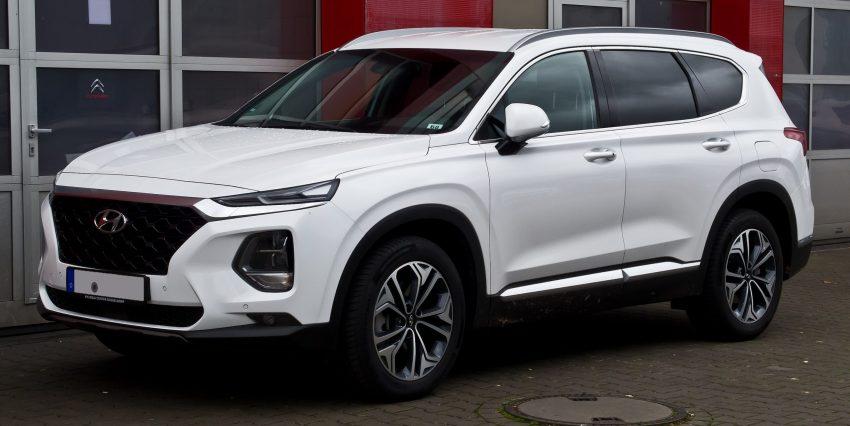 Weißer Hyundai Santa Fe Generation 4 Seitenansicht