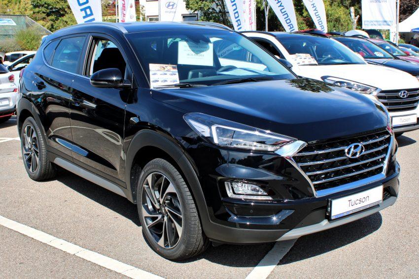Schwarzer Hyundai Tuscon Seitenansicht