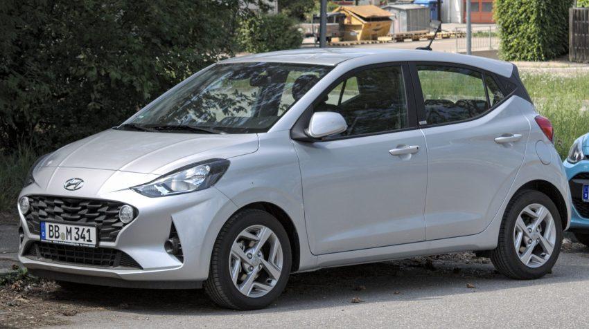 Silberner Hyundai i10 Seitenansicht