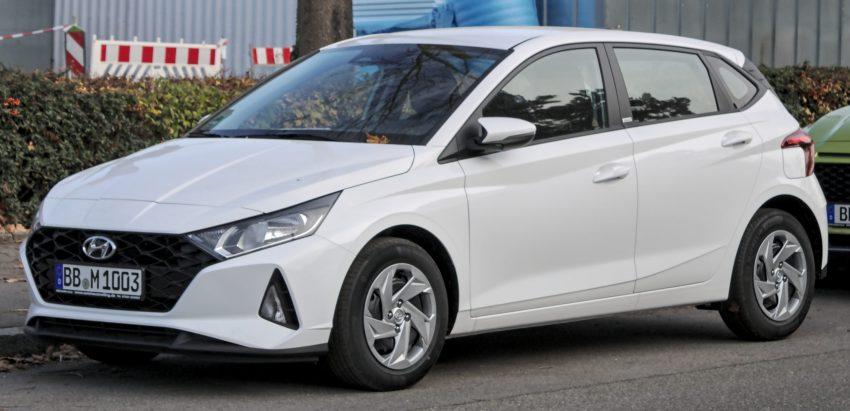 Weißer Hyundai i20 Seitenansicht
