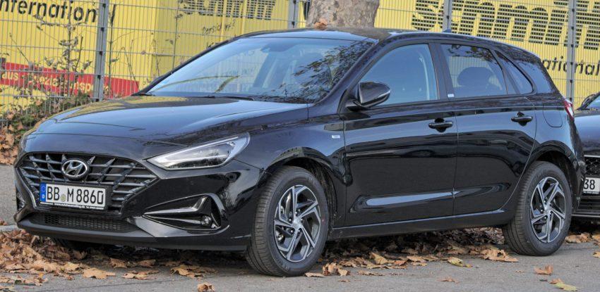 Schwarzer Hyundai i30 Seitenansicht