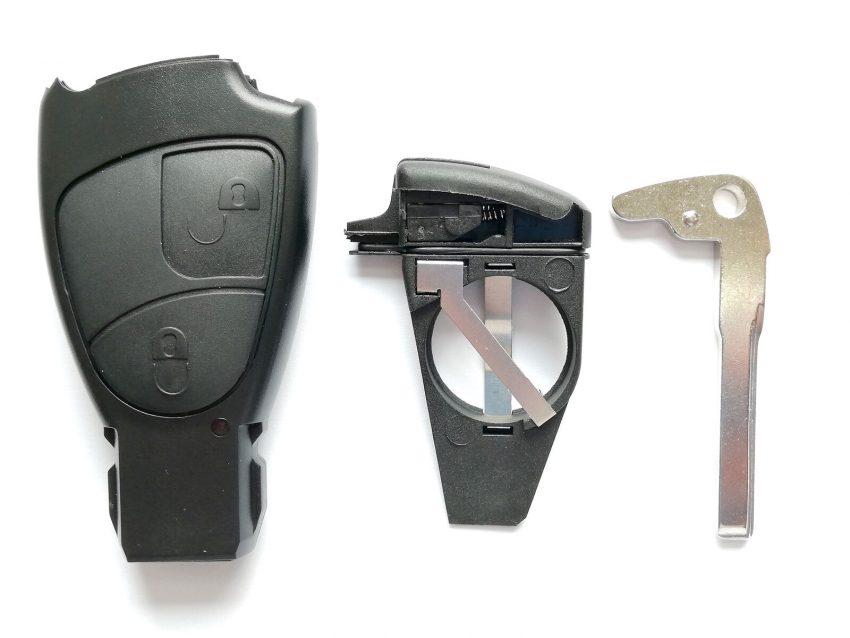 Einzelteile eines Funkschlüssels der W203 C-Klasse