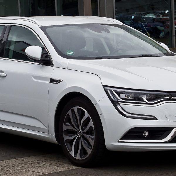 Weißer Renault Talisman Grandtour Frontansicht
