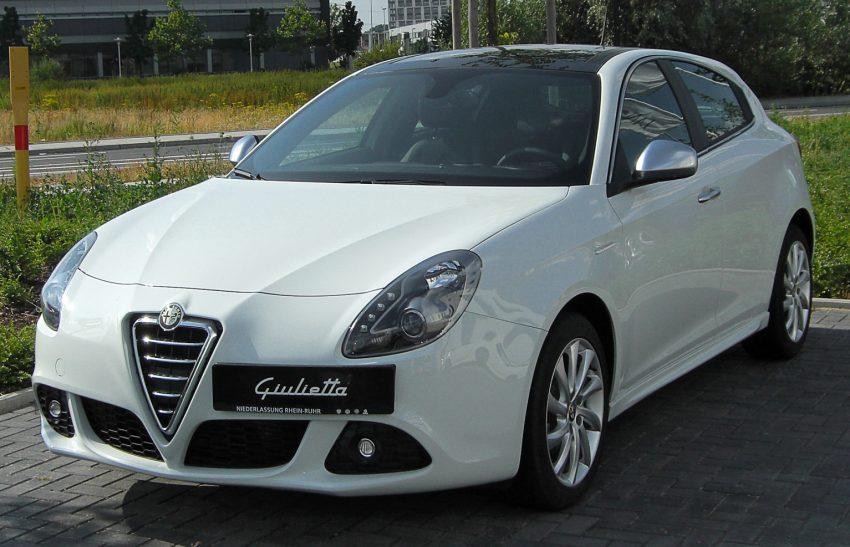 Alfa Romeo Giuliette (weiß) in der Frontansicht