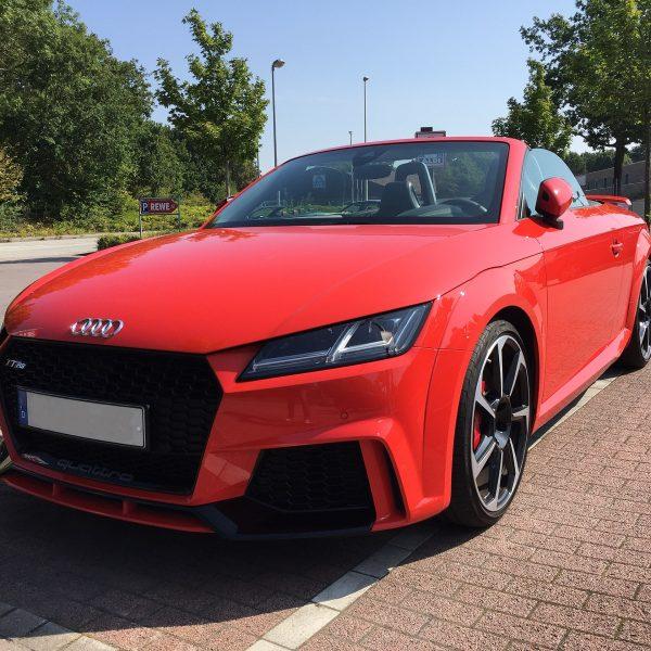 Audi TT RS Roadster (rot) in der Frontansicht
