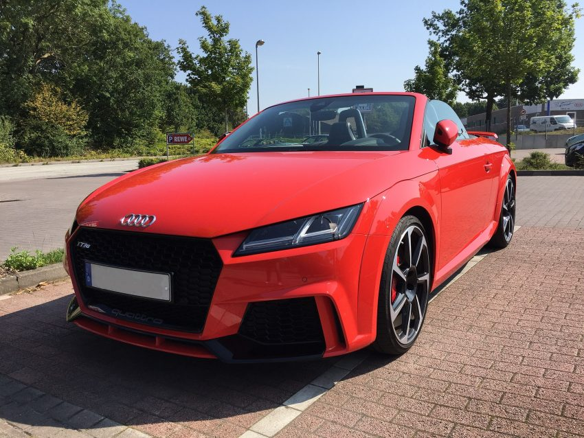 Audi TT RS Roadster (rot) in der Frontansicht