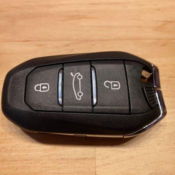 Rückseite eines Opel Corsa Funkschlüssels