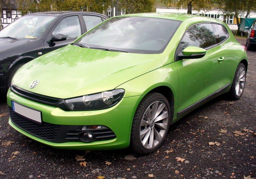 VW Scirocco III Frontansicht (grün)